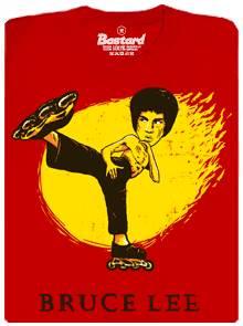 Bruce Lee bruslí na kolečkových bruslích - dámské tričko s potiskem