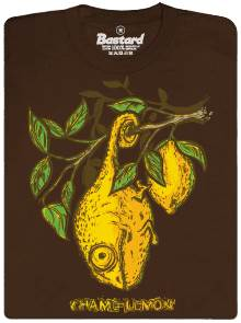 Chameleon visí vedle citronu - hnědé pánské tričko