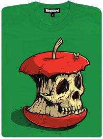 Ohryzané červené jablko, po kterém leze moucha