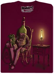 Děda archovní víno sedí na houpací židli při světle petrolejové lampy