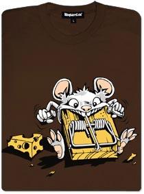 Myš žere pastičku a sýra se ani nedotkne