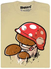 Hřib se maskuje v helmě s motivem červené vochomůrky