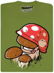 Hřib se v helmě maskuje za muchomůrku