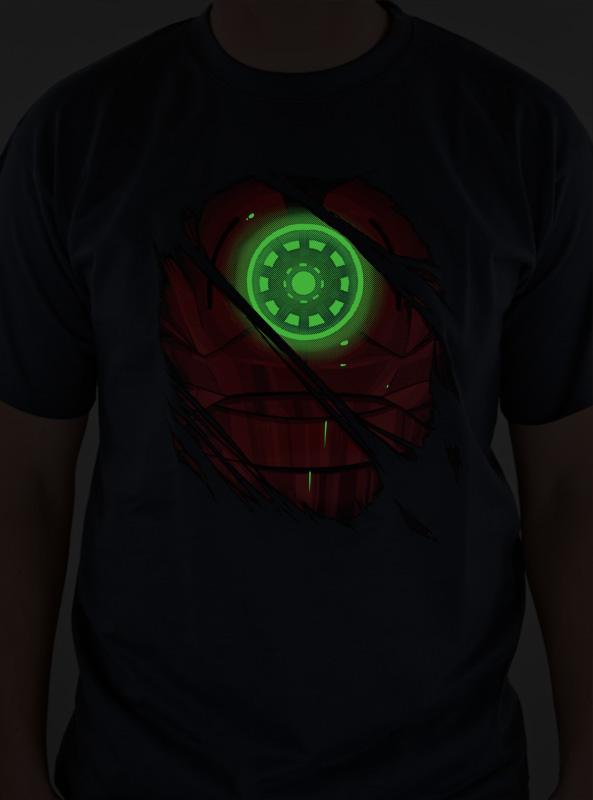 Fosforeskující potisk na tričko s motivem Iron man