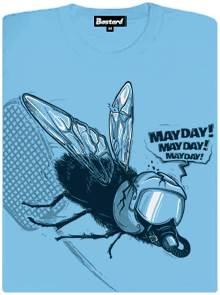 Moucha to schytala plácačkou a řítí se k zemi - modré dámské tričko