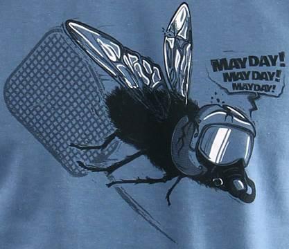 Souboj mouchy s plácačkou mocha pořádně odnesla, takže se řítí k zemi a volá mayday