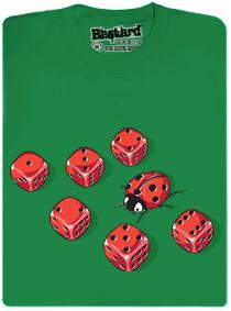 Mimikry - beruška se snaží schovat mezi hracími kostkami