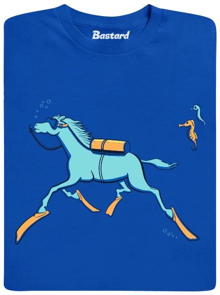Kůň se potápí ve vodě - modré pánské tričko