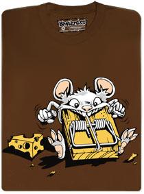 Myš žere pastičku na myši a sýru se ani nedotkla