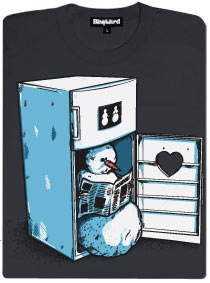Na záchodě v lednici sedcí sněhulák a čte si noviny