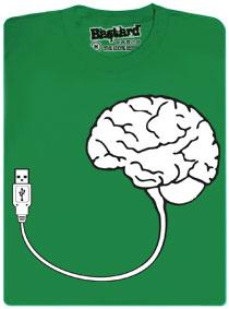 Zelené tričko s potiskem mozku s USB konektorem
